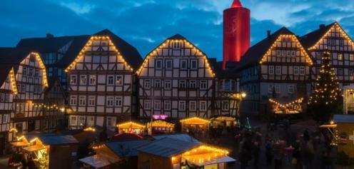 A Schlitz (Germania) le dimensioni contano... almeno per quanto riguarda le candele natalizie.