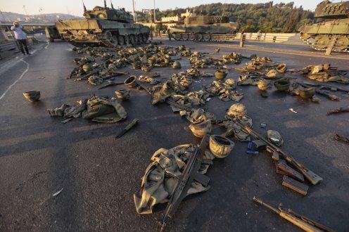 Istanbul - quello che resta di un fallito colpo di stato.